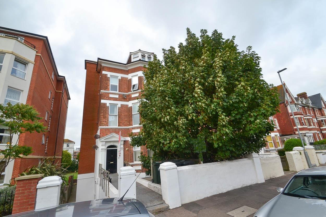 1 Bedroom Flat for sale in Jevington Gardens, EASTBOURNE
